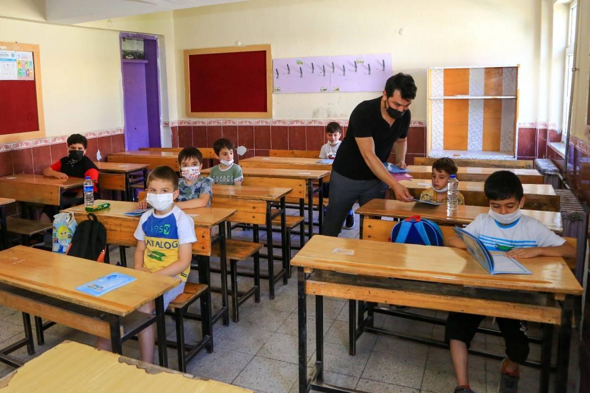 1400 öğrencinin katıldığı yaz okulu açıldı