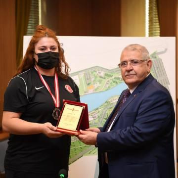 Avrupa Halter Şampiyonuna Bir Ödül De Başkan Mahçiçek'ten
