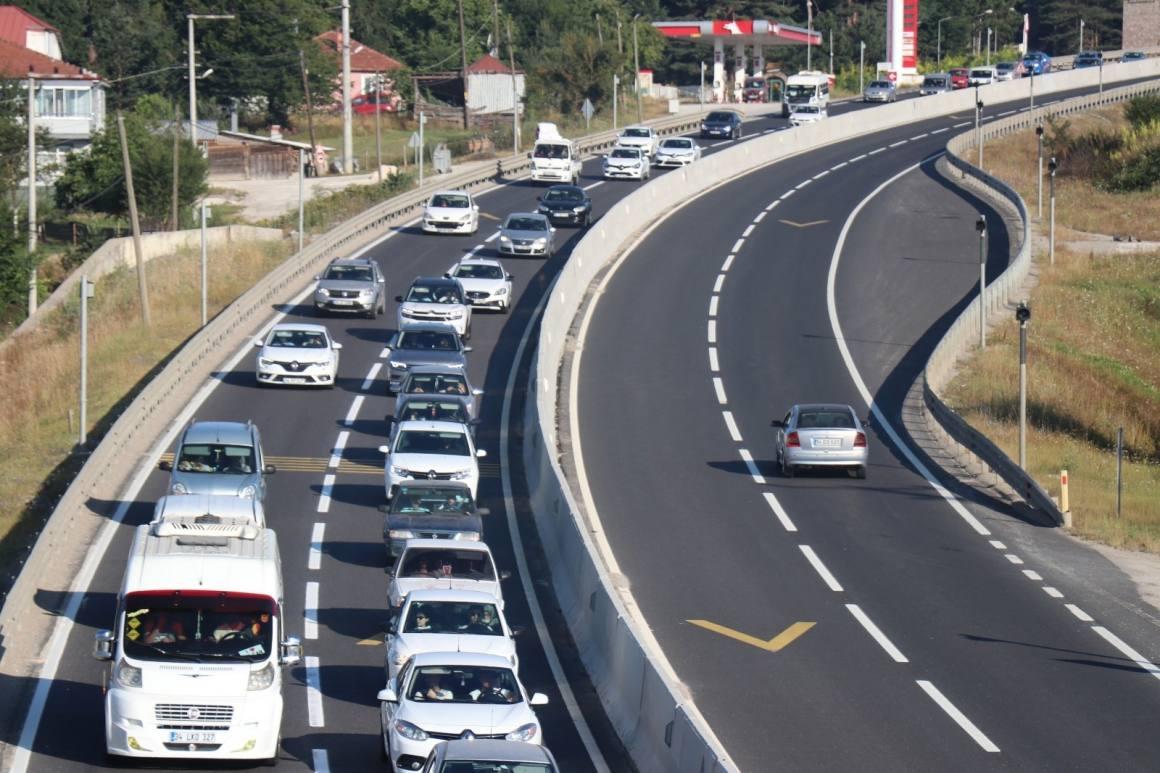 5 ildeki araç sayısı 1 milyon 42 bini geçti