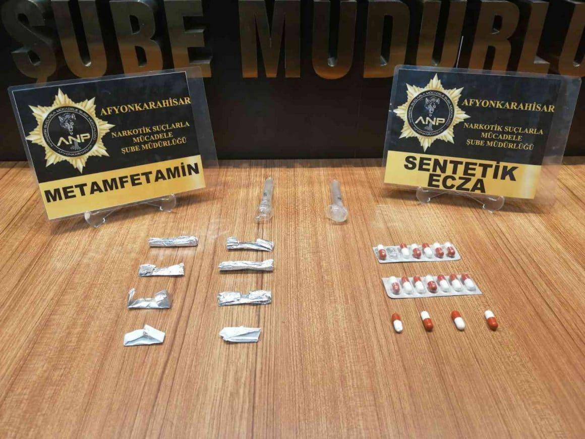 Afyonkarahisar'da uyuşturucu madde ticareti yapan 2 kişi gözaltına alındı