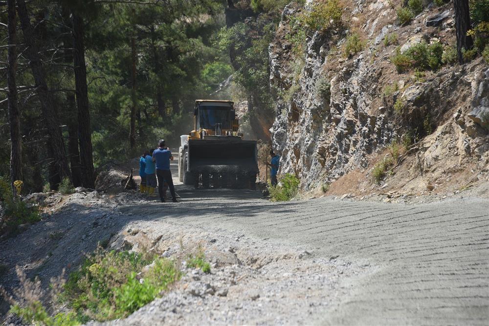 Alanya Belediyesi'nden Süleymanlar Mahallesi beton yol çalışması