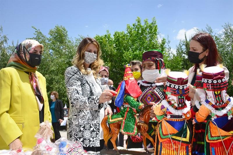 Ardahan'da, 'Hayat Boyu Öğrenme Haftası' nedeniyle sergi açıldı