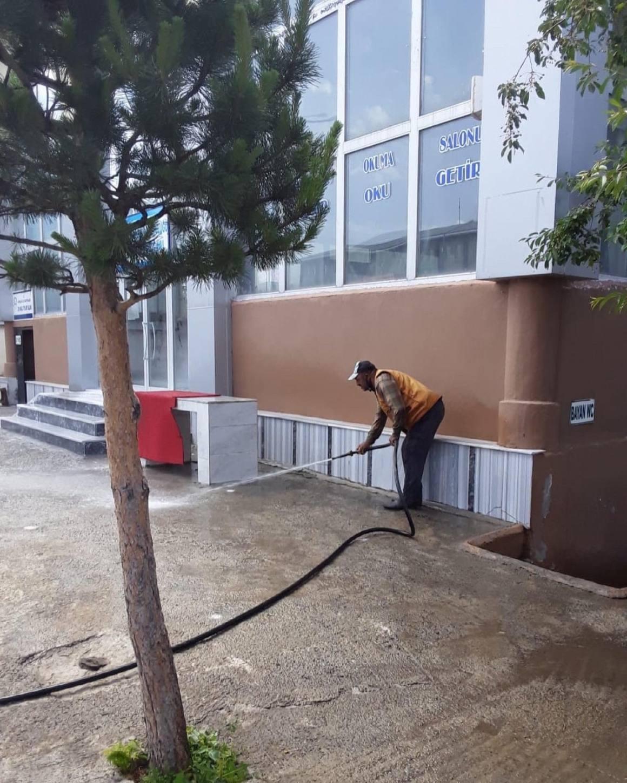 Arpaçay'da kaldırımlar yıkanıyor