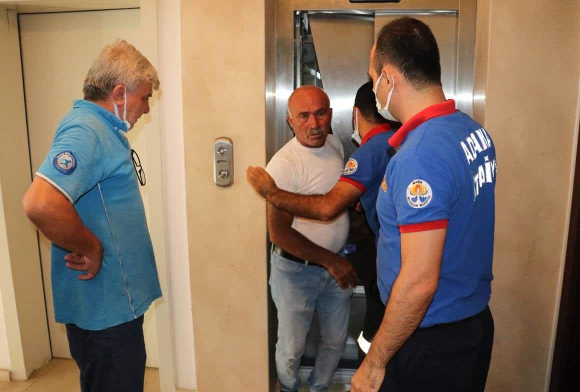 Asansörde mahsur kalan su dağıtıcısını CANKUR ekibi kurtardı