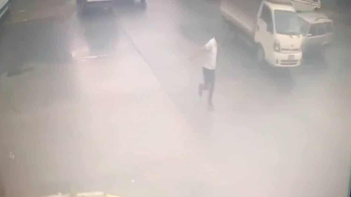 Ataşehir'de yayanın ölümden kıl payı kurtulduğu kaza anı kamerada