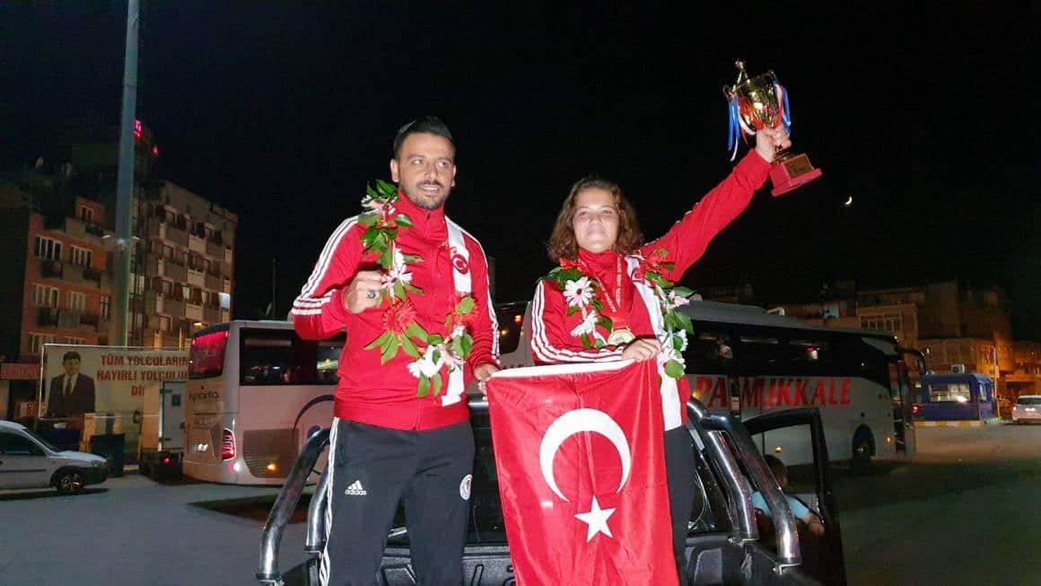 Avrupa üçüncüsü Fatma'ya memleketinde coşkulu karşılama