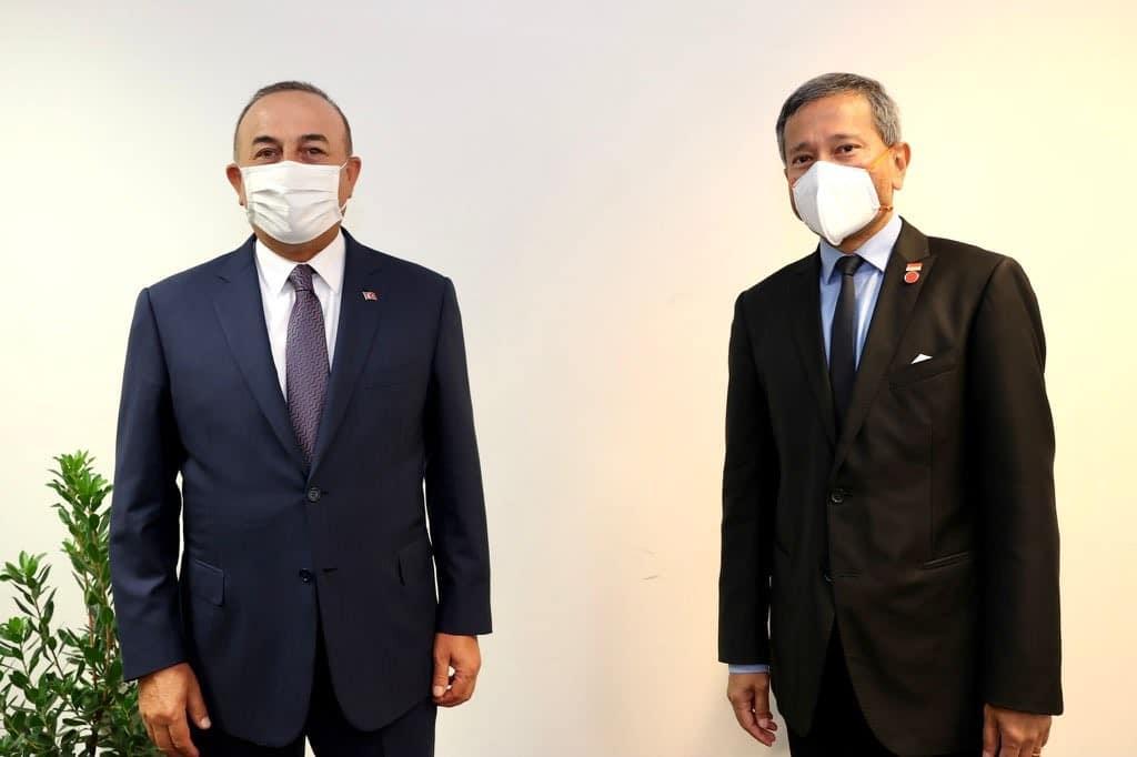 Bakan Çavuşoğlu, Singapurlu mevkidaşı Balakrishnan ile görüştü