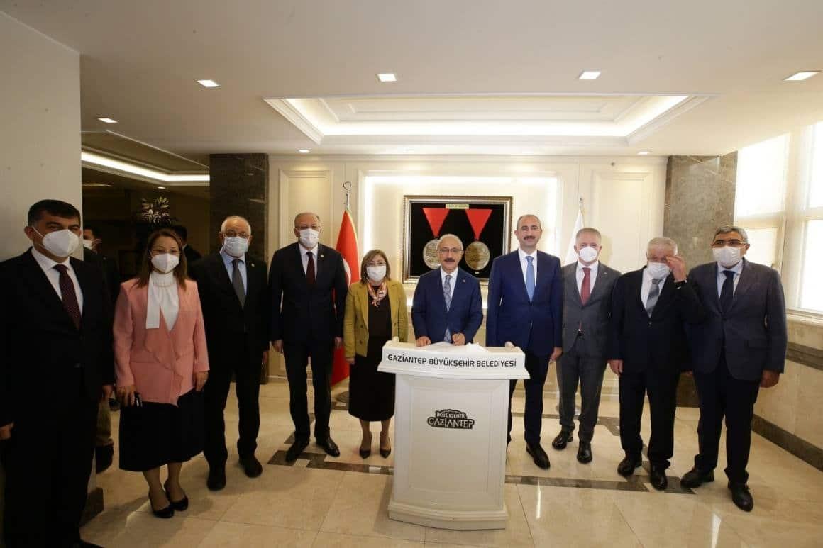 Bakanlardan Başkan Şahin'e ziyaret