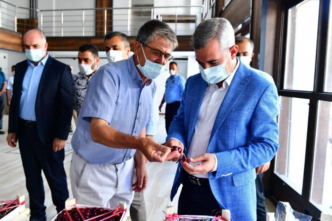 Başkan Çınar, 'en iyi kiraz' ve 'en iyi kiraz bahçesi' yarışmasının jüri heyetiyle bir araya geldi