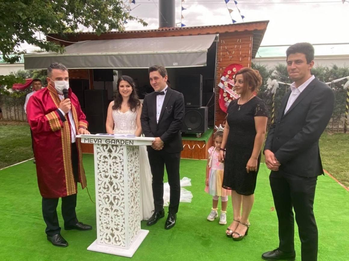 Başkan Ertuğrul Çetin, çiftlerin mutluluklarına ortak oluyor