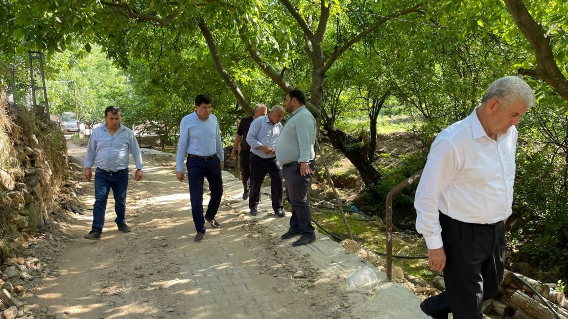 Başkan Özcan, Aksu Mahallesi'nde incelemelerde bulundu