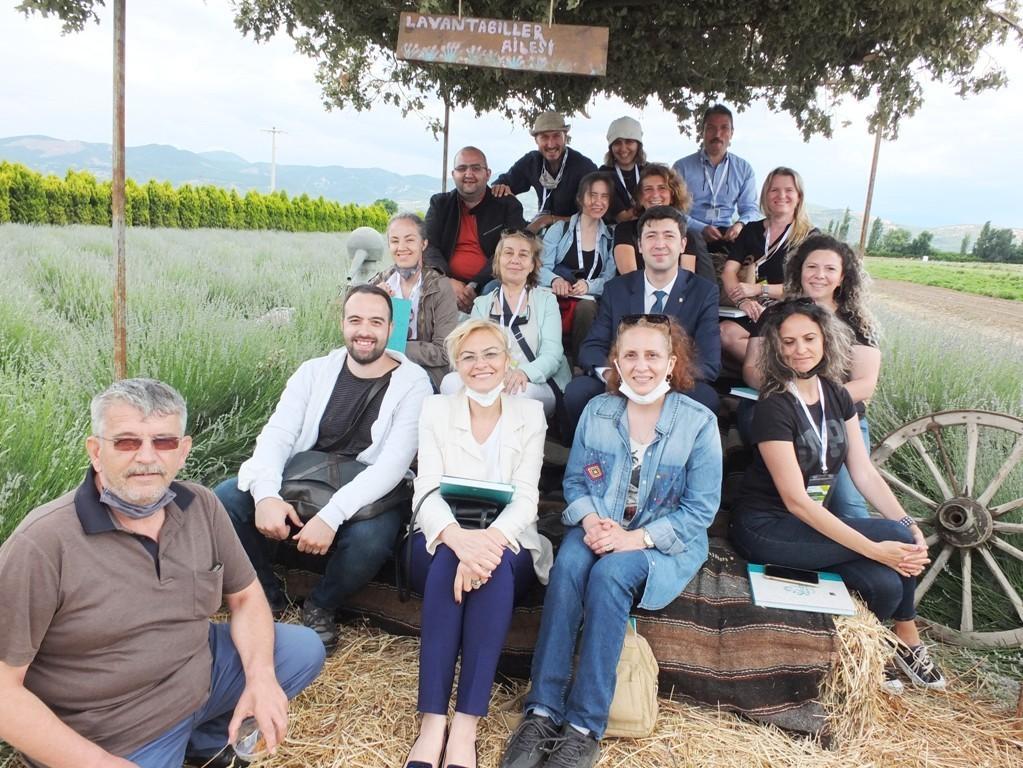 Burhaniye'de aromatik bitki yetiştiriciliği kursu