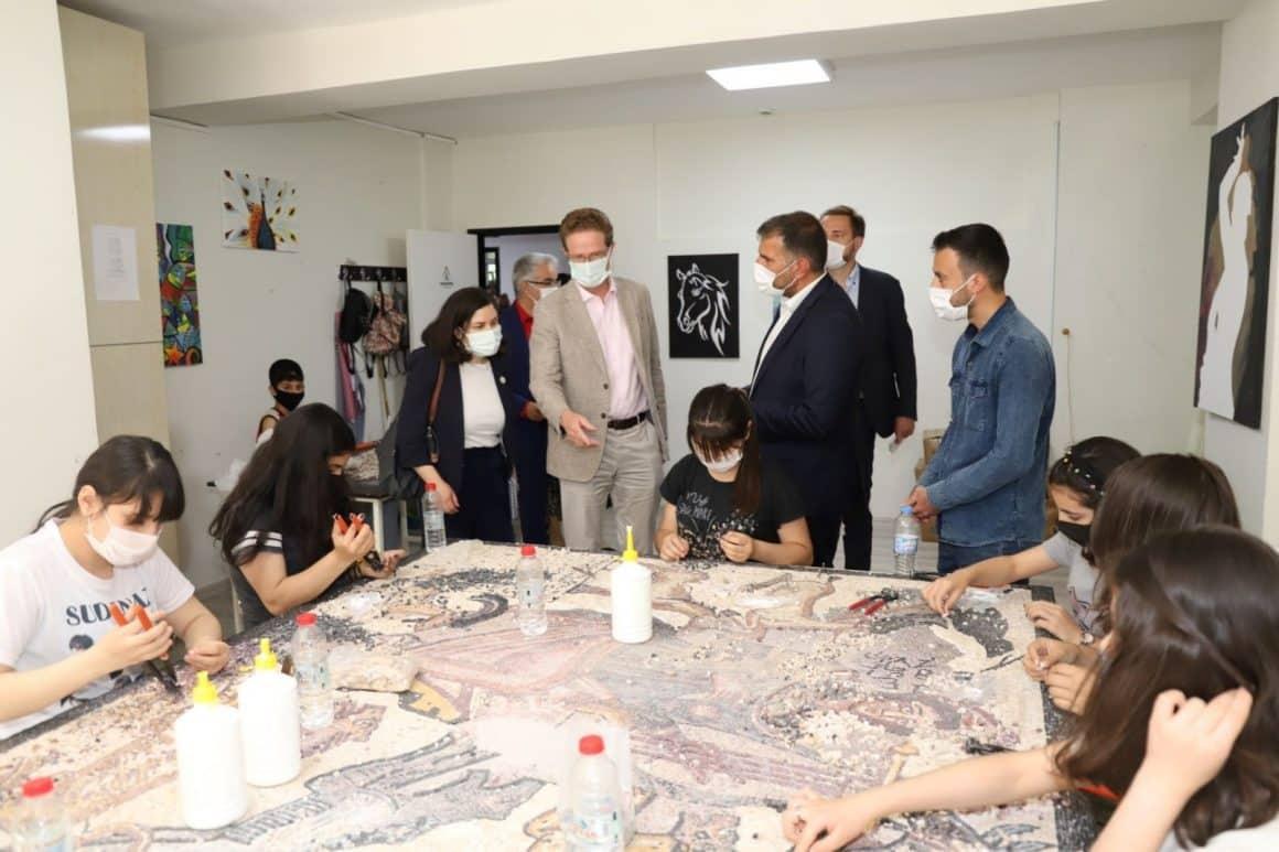 Büyükelçi Landrut kursiyerleri ziyaret etti