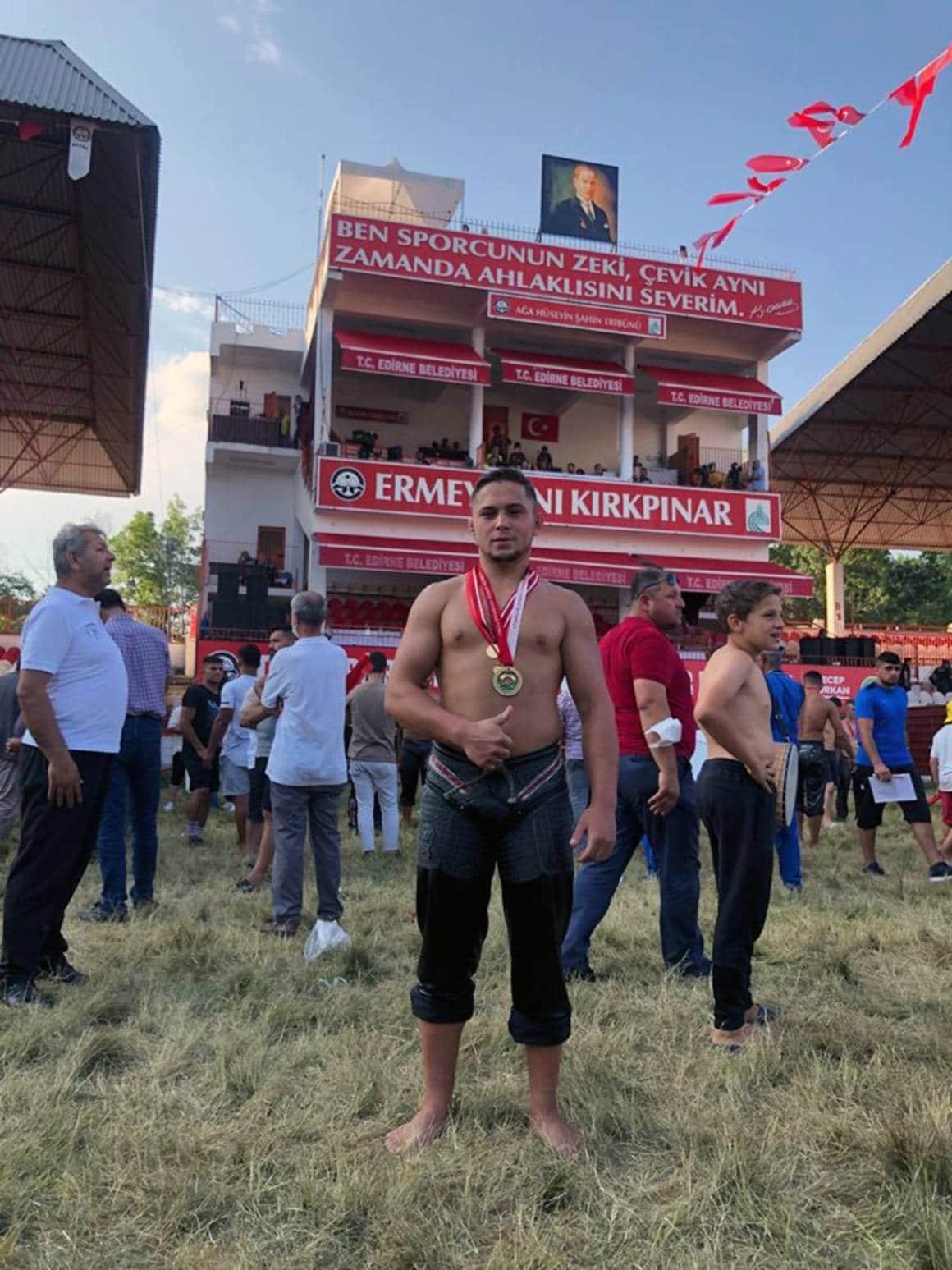 Büyükşehir Güreşçisi Kırkpınar'ın deste küçükboy şampiyonu