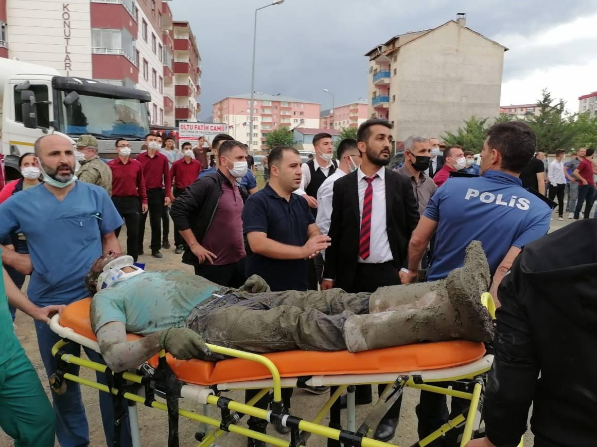 Cami inşaatında göçük: 3 yaralı