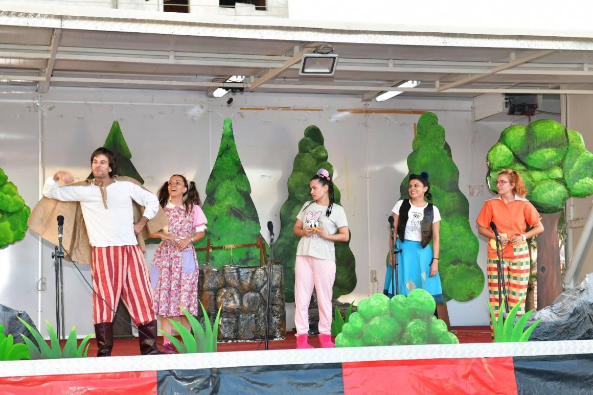 Çiğli Belediyesi tiyatro tırı yola çıktı