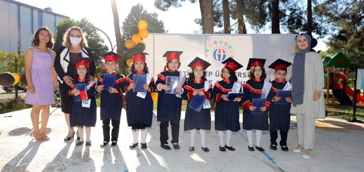 GAÜN Kreş ve Anaokulu öğrencilerinin mezuniyet sevinci