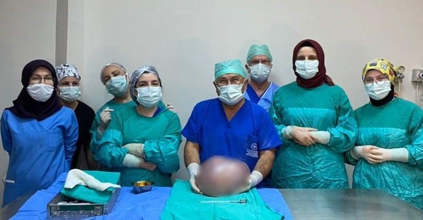 Gören hamile sandı, karnından 6,5 kilo kitle çıktı