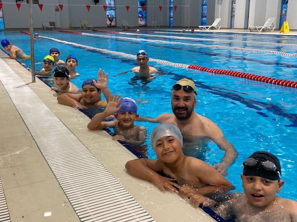 İlk yüzme dersi Başkan Çetin'den