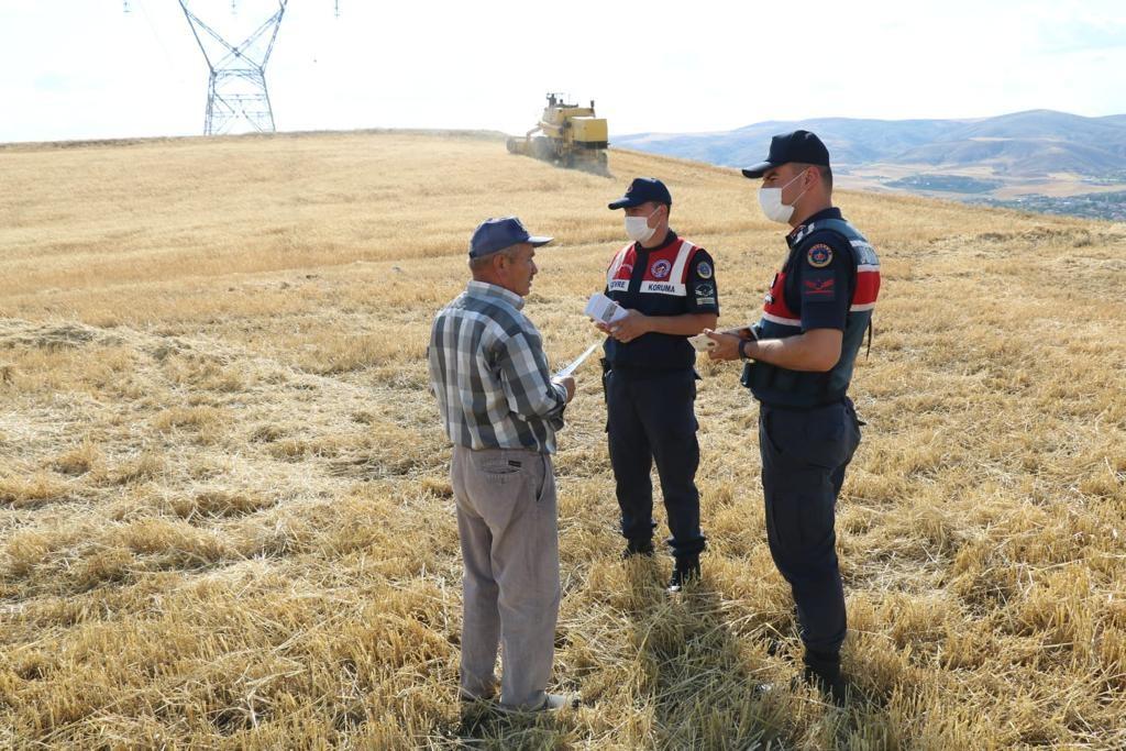 Jandarma çiftçileri anız yangınına karşı drone ile uyardı