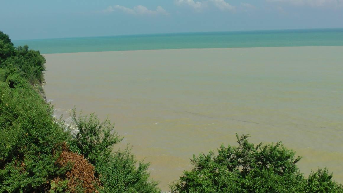 Karadeniz çamura büründü