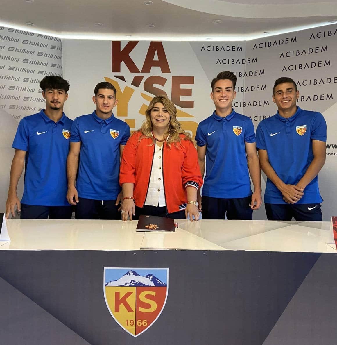 Kayserispor 4 oyuncuyla profesyonel sözleşme imzaladı