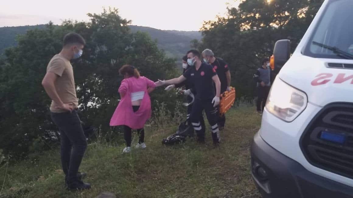 Kazada yaralanan kadın gazetecilere saldırdı