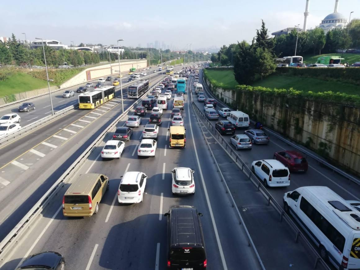 Kısıtlama sonrası İstanbul'da trafik yoğunluğu
