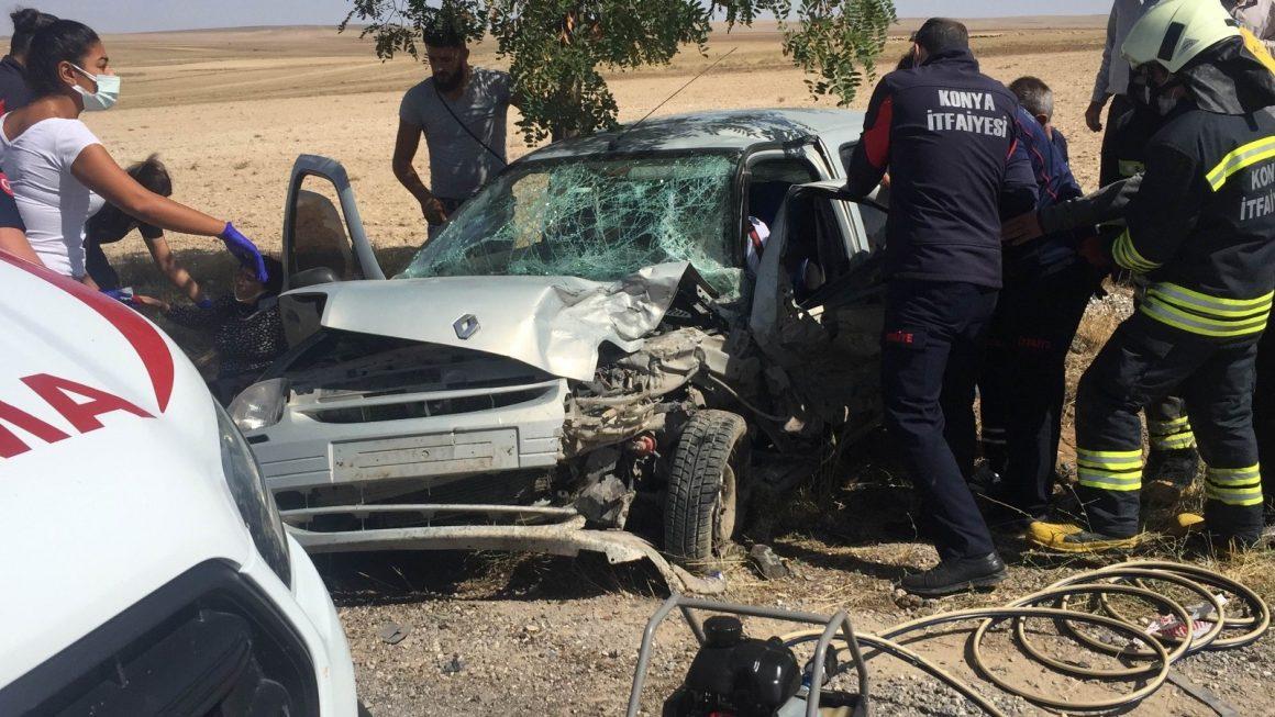 Konya'da hafif ticari araç ile otomobil çarpıştı: 4 yaralı