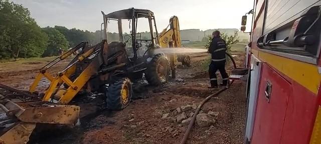 Kundaklanan iş makinaları alev alev yandı
