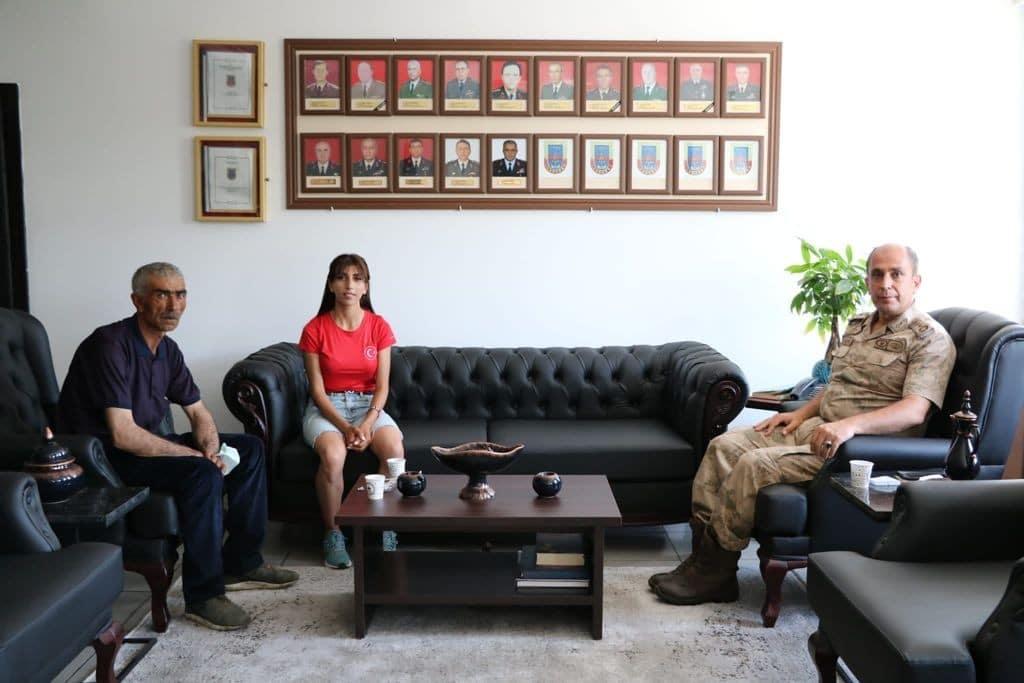 Milli atletten Alay Komutanına ziyaret