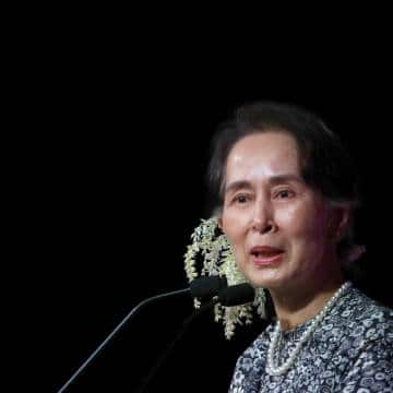 Myanmar'ın devrik lideri Suu Kyi gözaltında korona aşısı oldu