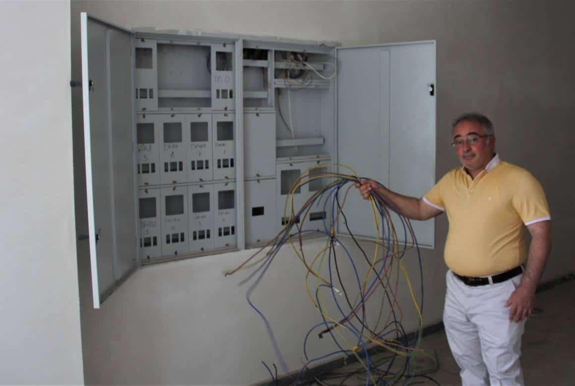 (ÖZEL) Sokağa çıkma kısıtlamasının olduğu saatlerde kablo hırsızları inşaatçıları usandırdı