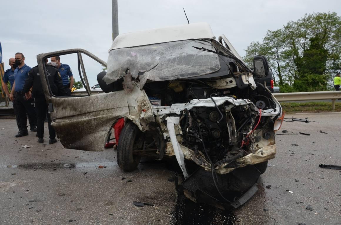 Ordu'da minibüs ile pikap çarpıştı: 12 yaralı