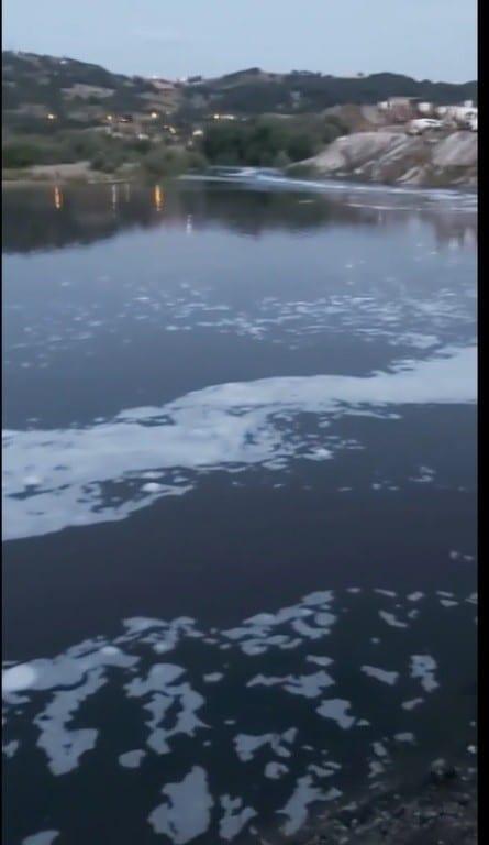 (Özel) Balıkesir'de çevre felaketi…Susurluk'tan geçen çay köpürdü