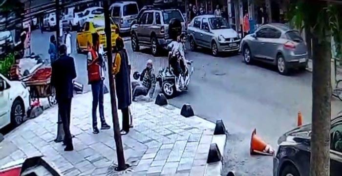 (Özel) Motosikletin yaşlı adama çarptığı anlar kamerada