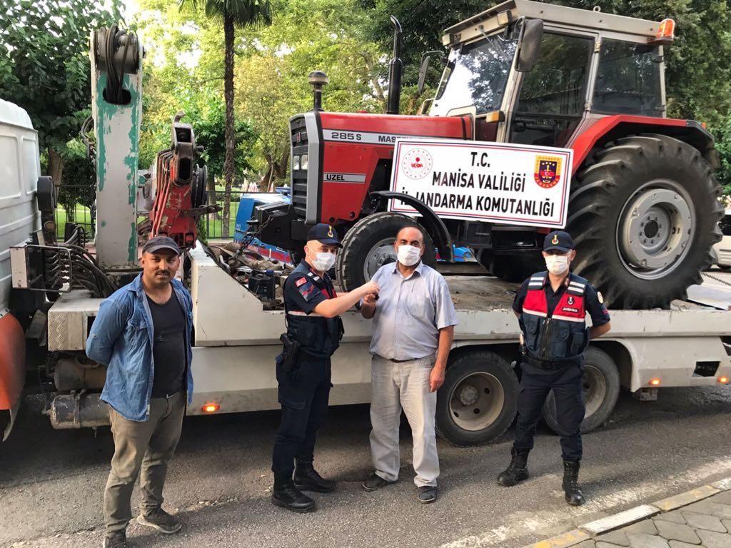 Salihli'den çalınan traktör Kırkağaç'ta bulundu