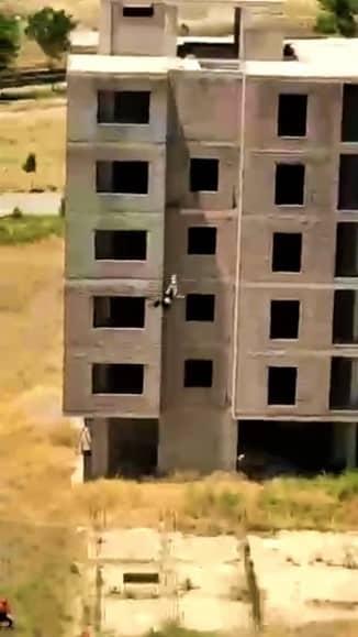 Şanlıurfa'da genç kız 6'ıncı kattan atladı