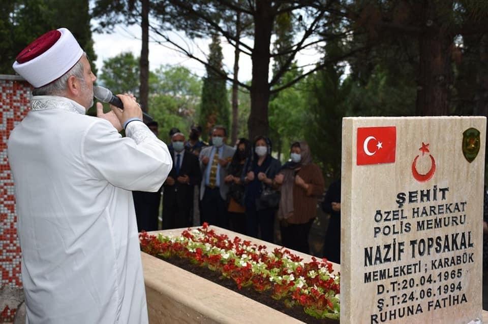 Şehit Polis Topsakal mezarı başında anıldı