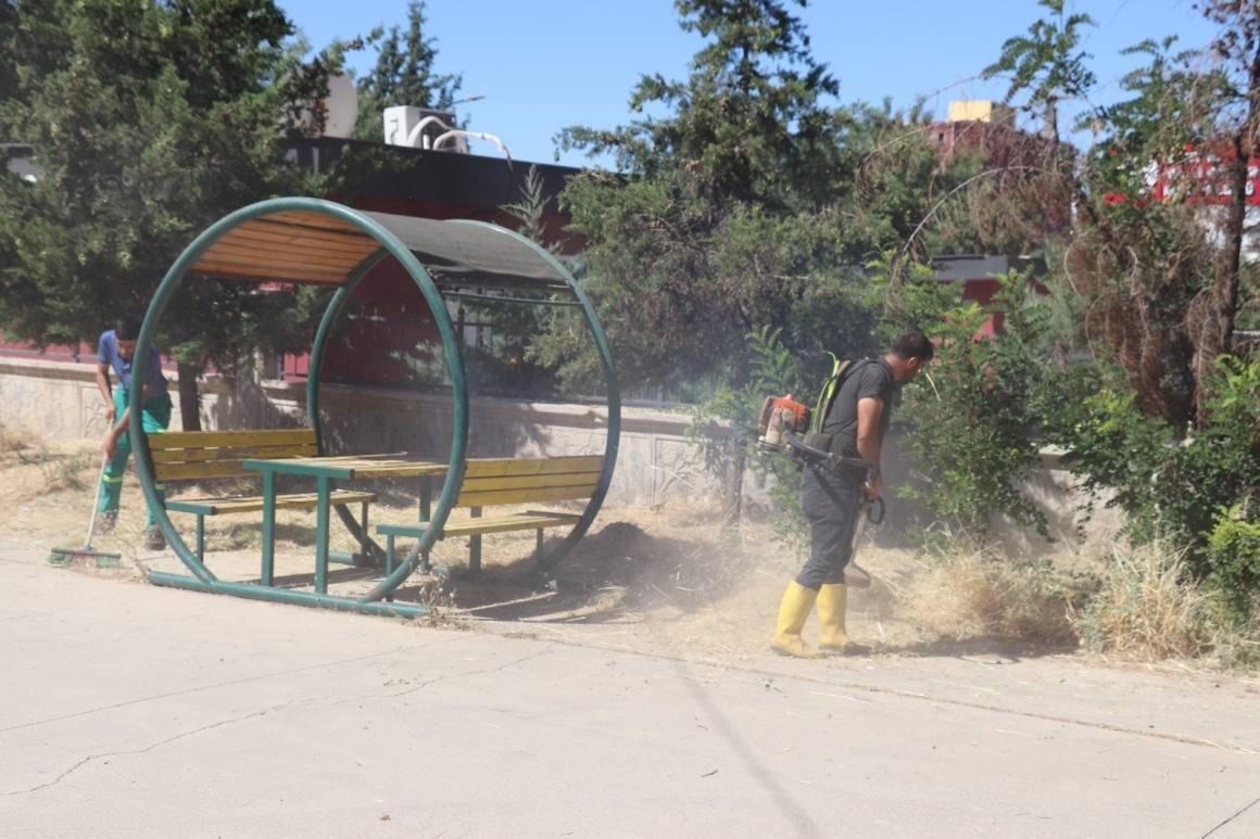 Siirt'te park ve bahçelerde temizlik ve bakım çalışmaları
