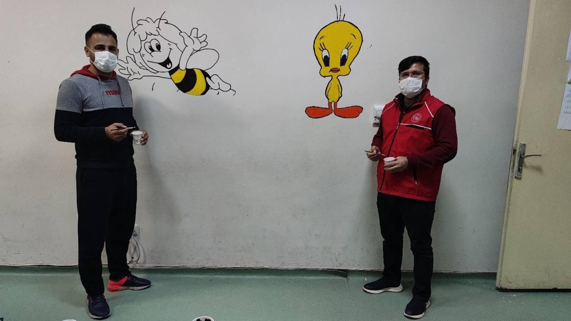 Silopi'de çocukların hastane korkusuna çizgi film kahramanlı çözüm