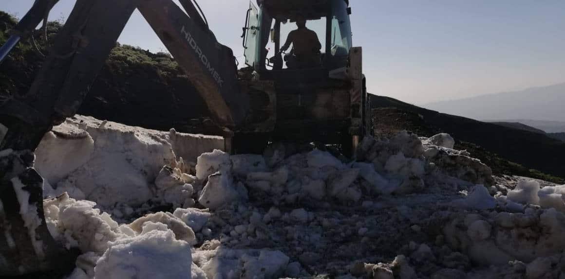Şırnak'ta haziran ayında da karla mücadele çalışmaları sürüyor