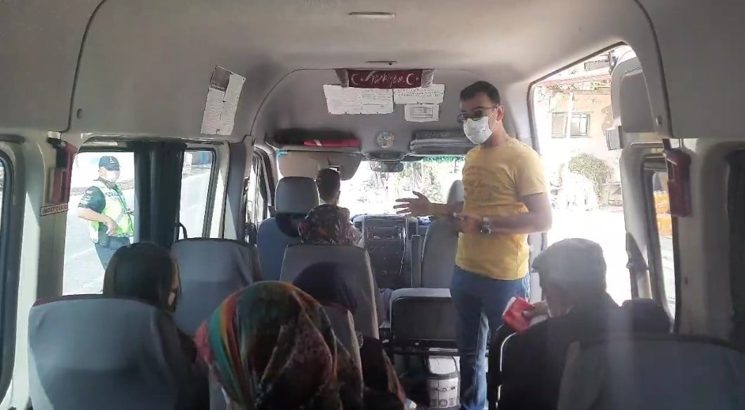 Sivil jandarma ekipleri yolcu olarak bindi, toplu taşıma araçlarını denetledi