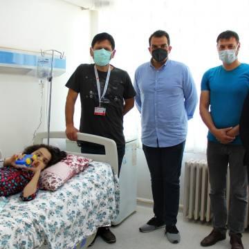 Skolyoz hastası Elanur şifayı Sivas'ta buldu