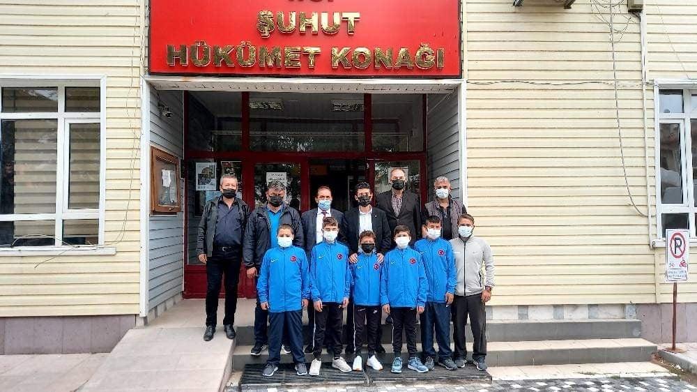 Şuhutlu 5 güreşçi Türkiye Kupası için yola çıktı