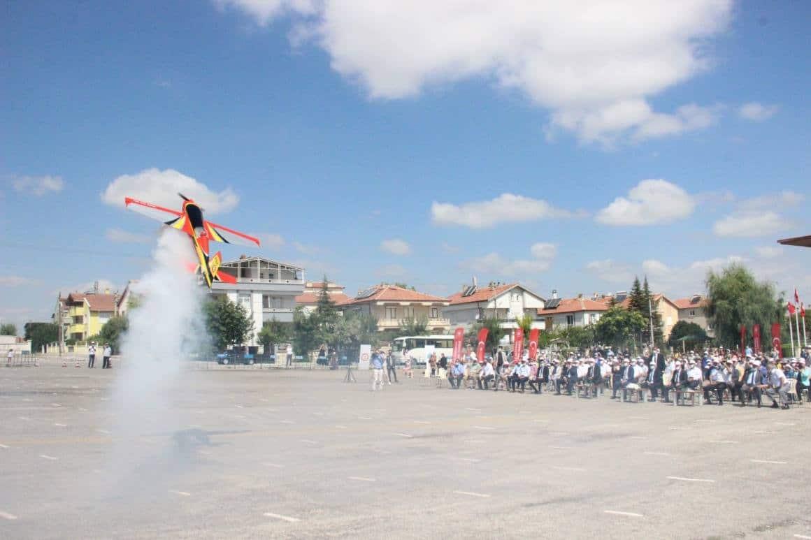 THK pilotlarının gösterisi nefes kesti