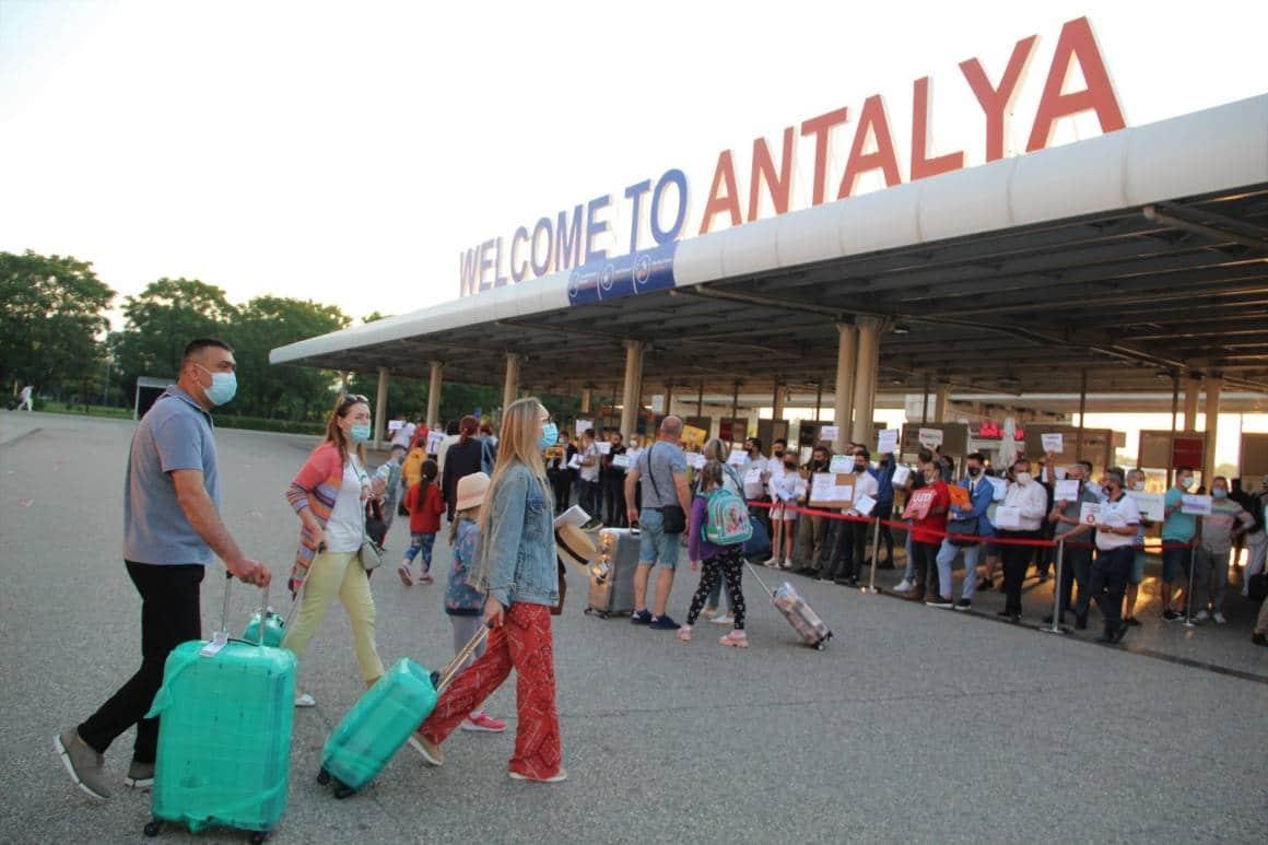 Turizm kenti Antalya'ya Rus turist akını başladı