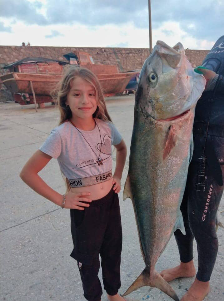 Zıpkınla 37 kiloluk akya balığı yakaladı